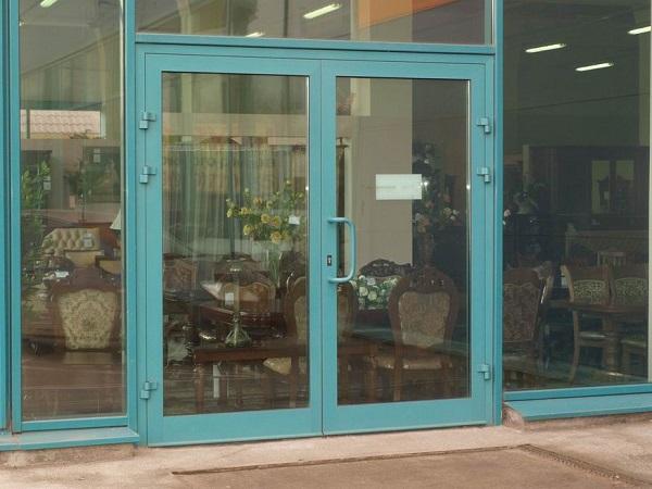 Цветная алюминиевая дверь