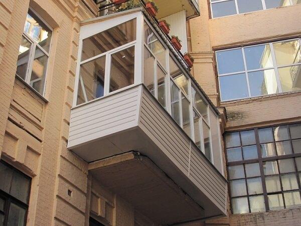 Выносное остекление балкона по полу